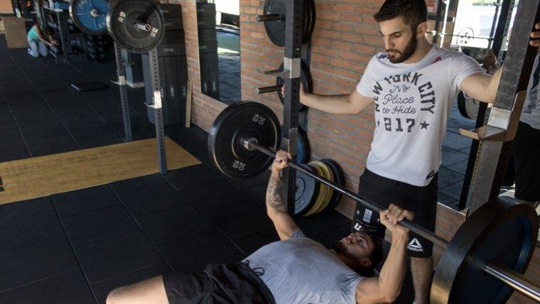 ガリガリが筋肉つけて体重を10キロ増やした方法を紹介【健康的に太る】