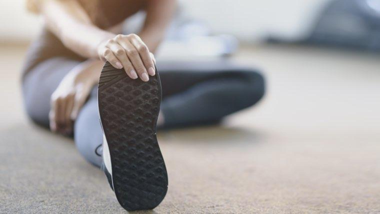 男性・女性でもできる自重トレーニングのメニュー【胸・腕・肩を自宅で引き締める】